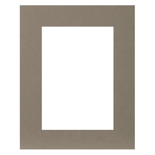 Паспарту Василиса, цвет: серый, 23 см х 34 см580882Паспарту Василиса, изготовленное из плотного картона, предназначено для оформления художественных работ и фотографий. Оно располагается между багетной рамой и изображением, делая акцент на фотографии, усиливая ее визуальное восприятие. Кроме того, на паспарту часто располагают поясняющие подписи, автограф изображенного. Внешний размер: 23 см х 34 см. Внутренний размер: 15 см х 26 см.