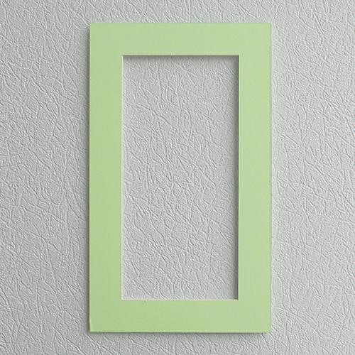 Паспарту Василиса, цвет: светло-зеленый, 22 см х 38 см581078Паспарту Василиса, изготовленное из плотного картона, предназначено для оформления художественных работ и фотографий. Оно располагается между багетной рамой и изображением, делая акцент на фотографии, усиливая ее визуальное восприятие. Кроме того, на паспарту часто располагают поясняющие подписи, автограф изображенного. Внешний размер: 22 см х 38 см. Внутренний размер: 14 см х 30 см.