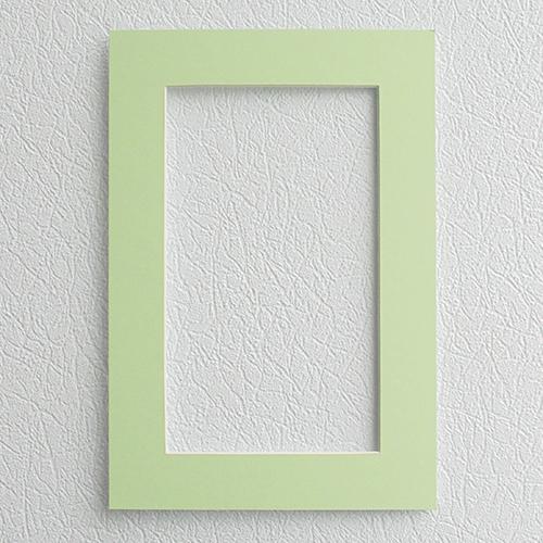 Паспарту Василиса, цвет: светло-зеленый, 23 см х 34 см581233Паспарту Василиса, изготовленное из плотного картона, предназначено для оформления художественных работ и фотографий. Оно располагается между багетной рамой и изображением, делая акцент на фотографии, усиливая ее визуальное восприятие. Кроме того, на паспарту часто располагают поясняющие подписи, автограф изображенного. Внешний размер: 23 см х 34 см. Внутренний размер: 15 см х 26 см.