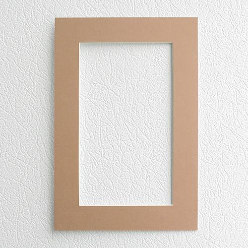 Паспарту Василиса, цвет: персиковый, 23 см х 34 см581237Паспарту Василиса, изготовленное из плотного картона, предназначено для оформления художественных работ и фотографий. Оно располагается между багетной рамой и изображением, делая акцент на фотографии, усиливая ее визуальное восприятие. Кроме того, на паспарту часто располагают поясняющие подписи, автограф изображенного. Внешний размер: 23 см х 34 см. Внутренний размер: 15 см х 26 см.