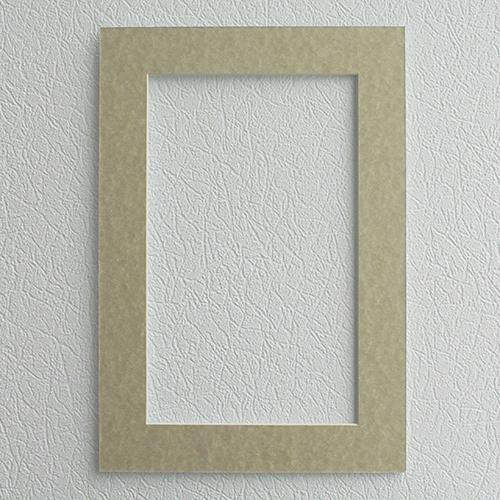 Паспарту Василиса, цвет: зелено-бежевый, 26 х 38 см581246Паспарту Василиса, изготовленное из плотного картона, предназначено для оформления художественных работ и фотографий. Оно располагается между багетной рамой и изображением, делая акцент на фотографии, усиливая ее визуальное восприятие. Кроме того, на паспарту часто располагают поясняющие подписи, автограф изображенного. Внешний размер: 26 см х 38 см. Внутренний размер: 18 см х 30 см.