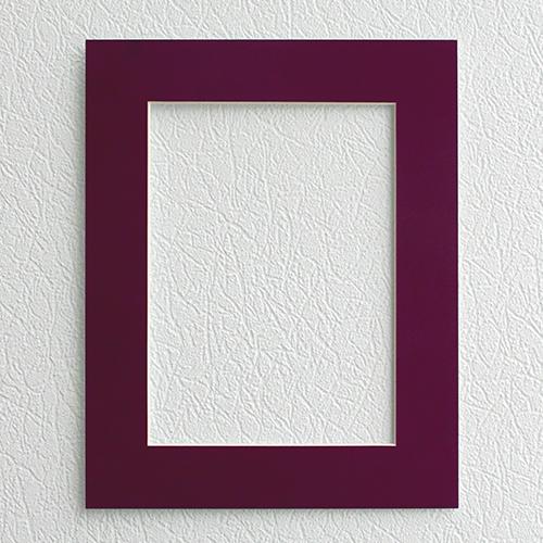 Паспарту Василиса, цвет: баклажан, 24 х 30 см581249Паспарту Василиса, изготовленное из плотного картона, предназначено для оформления художественных работ и фотографий. Оно располагается между багетной рамой и изображением, делая акцент на фотографии, усиливая ее визуальное восприятие. Кроме того, на паспарту часто располагают поясняющие подписи, автограф изображенного. Внешний размер: 24 см х 30 см. Внутренний размер: 15,7 см х 21,5 см.