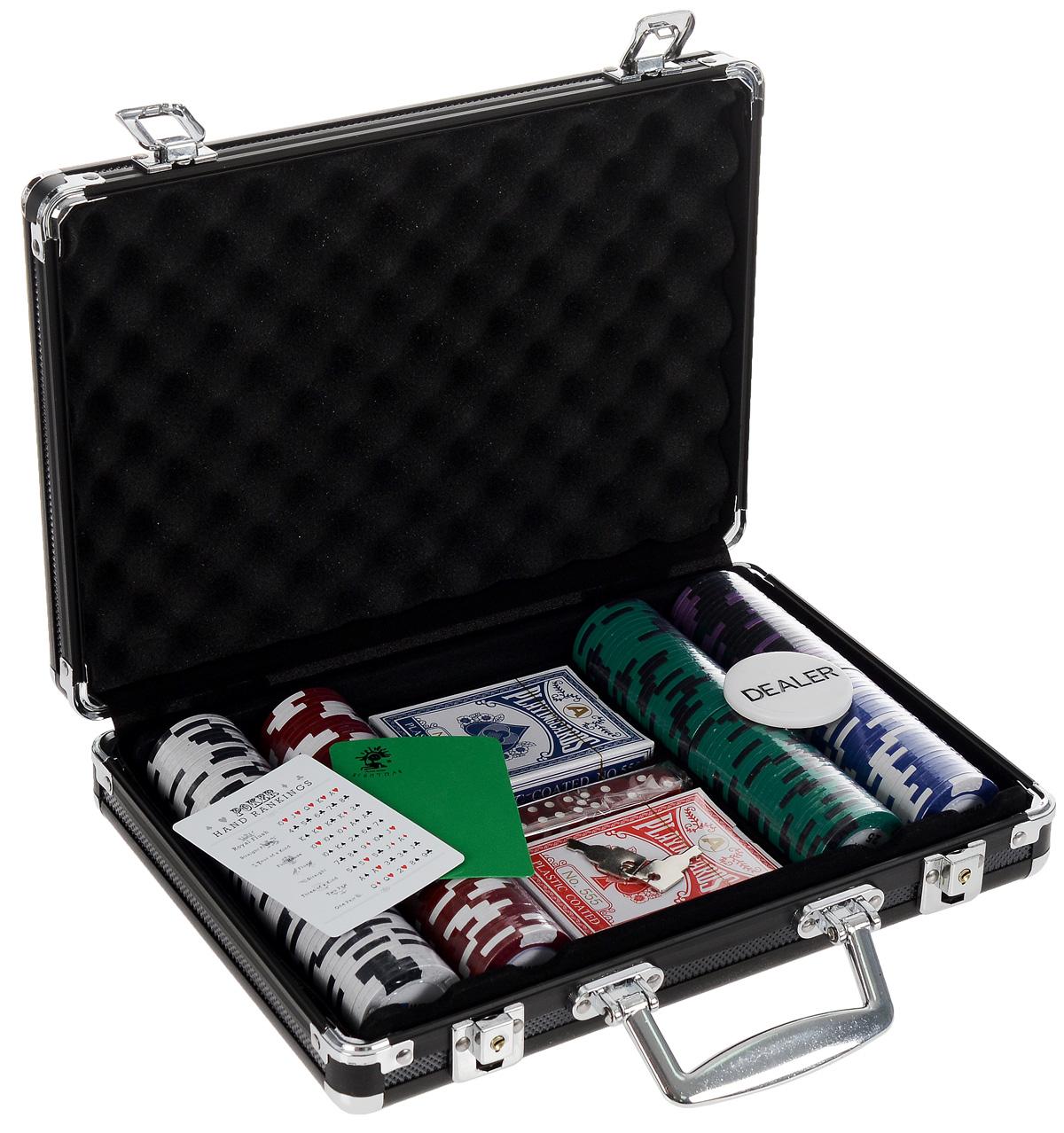 Набор для покера Nightman WPT 200, размер: 70х237х314 мм. УТ-00000441УТ-00000441Набор для игры в покер - то, что нужно для отличного проведения досуга. Набор состоит из двух колод игральных карт, 200 игровых пластиковых фишек c номиналами, фишки Dealer, подрезной карты, кубиков и карточку с комбинациями. Набор фишек состоит из 50 фишек белого цвета номиналом 1, 50 фишек красного цвета номиналом 5, 50 фишек зеленого цвета номиналом 25, 25 фишек синего цвета номиналом 50 и 25 фишек черного цвета номиналом 100. Предметы набора хранятся в черном металлическом кейсе, который закрывается на ключик. Для удобства переноски на кейсе имеется ручка. Такой набор станет отличным подарком для любителей покера. Покер (англ. poker) - карточная игра, цель которой - выиграть ставки, собрав как можно более высокую покерную комбинацию, используя 5 карт, или вынудив всех соперников прекратить участвовать в игре. Игра идет с полностью или частично закрытыми картами. Покер как карточная игра существует более 500 лет. Зародился он в Европе: в Испании,...