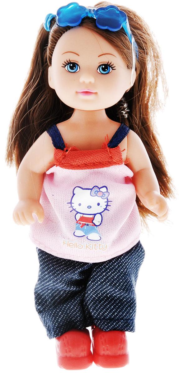 Simba Кукла Hello Kitty: Еви, цвет: розовый, синий5733512_брюнетка, розовая майкаКукла Simba Hello Kitty: Еви порадует вашу малышку и доставит ей много удовольствия от часов, посвященных игре с ней. Кукла одета в симпатичное платье с рисунком Hello Kitty, и красные ботиночки, а на голове ее - очки. Кукла имеет красивые темные волосы, которые можно заплетать в различные прически. Голова, ручки и ножки куклы поворачиваются, что сделает игру с ней еще реалистичнее и интереснее. Порадуйте свою малышку таким великолепным подарком.
