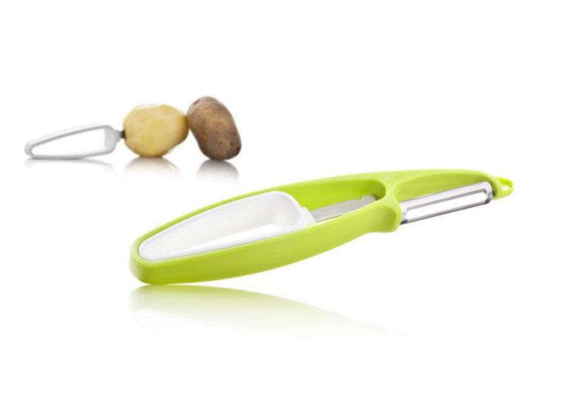 Устройство для очистки овощей и фруктов VacuVin, цвет: белый, салатовый4660660Овощечистка VacuVin состоит из держателя и ножа для чистки. Рукоятки приборов выполнены из прочного пластика, лезвия - из высококачественной стали. Держатель нужно воткнуть в овощ или фрукт, а нож для чистки легко счистит с него шкурку. За счет использования держателя, чистка становится быстрее и безопаснее. Для хранения две части можно сложить вместе. На ноже есть специальный крючок для удаления небольших дефектов, например, глазков с картофеля. Овощечистка подходит для всех твердых овощей и фруктов таких, как картофель, морковь, свекла, яблоки и груши. Характеристики: Материал: пластик, сталь. Размер держателя: 12 см х 2,5 см х 2 см. Размер ножа: 19 см х 3 см х 2 см. Артикул: 4660660.