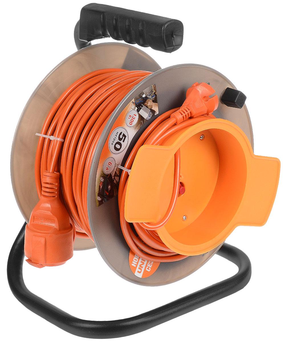 Удлинитель UNIVersal, на катушке, без заземления, цвет: оранжевый, серый, длина 50 м9633260_оранжевыйУдлинитель на катушке UNIVersal предназначен для подключения одного электроприбора. Будет полезен в гараже, на приусадебном участке, при проведении строительных, ремонтных и монтажных работ. Идеален для подключения газонокосилок, у которых предусмотрен короткий сетевой провод и фиксатор для соединения кабелей инструмента и удлинителя. Длина кабеля 50 метров позволит проводить необходимые работы на значительном расстоянии от источника питания. Рассчитан на напряжение 220 Вт. Быстро сматывается/разматывается, экономя время оператора, удобен в хранении. Провод с поливинилхлоридной изоляцией обеспечивает надежность и безопасность работы. Провод: ПВС 2 х 0,75 мм.