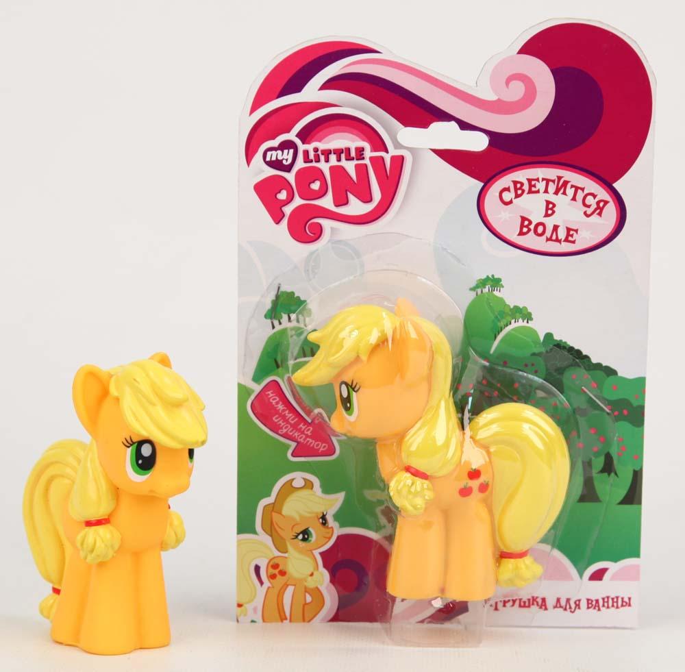My Little Pony Пластизоль Пони Эпл ДжекGT8150Эппл Джек - герой мультфильма My Little Pony. Apple Jack - это маленькая пони желтого цвета. У нее длинная грива, которая собрана в красивую прическу, пушистый хвостик и зеленые глазки, в которых можно утонуть. Благодаря небольшому размеру игрушку можно взять с собой на свежий воздух или поиграть с ней дома. Кроме того, Эппл Джек отлично держится на воде, поэтому ее можно взять с собой купаться в ванне. Игрушка выполнена из качественного пластизоля, прочного гипаллергенного материала. Она упакована в красочную подарочную коробочку. Вы подарите вашей малышке море удовольствия, купив ей Пони Эппл Джек. Светится на суше и в воде, благодаря индикатору в нижней части. Высота игрушки 9 см. Работает от 1-й CR2016 (входит в комплект).