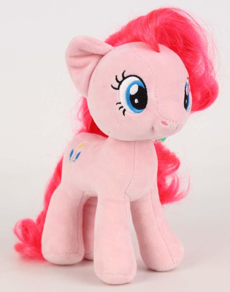 My Little pony Пони GT6659 Пинки Пай 22смGT6659My Little Pony (Мой маленький пони) — самая популярная игрушка для девочек, созданная по мотивам одноименного сериала. Пони Пинки Пай (Pinkie Pie) представлена в виде мягкой лошадки. Яркая и красивая пони, безусловно, заинтересует вашего ребенка и станет гарантией милой искренней улыбки, восторга и отличного настроения у вашего малыша. С ней можно придумать столько забавных игр или создать ей новый образ. Приятная на ощупь пони выполнена из мягкого велюра. Можно причесывать любимую пони и делать ей разные прически.