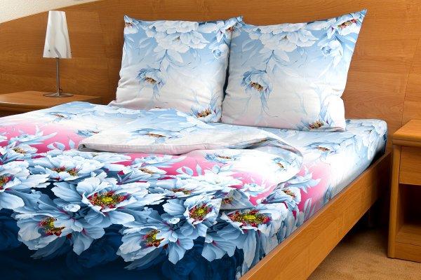Комплект белья Letto Утро в саду, 2-спальный, наволочки 70х70, цвет: синий, бордовый, голубой. B70-4B70-4Комплект постельного белья Letto Утро в саду выполнен из бязи (100% натурального хлопка). Комплект состоит из пододеяльника, простыни и двух наволочек. Постельное белье оформлено ярким красочным рисунком. Гладкая структура делает ткань приятной на ощупь, мягкой и нежной, при этом она прочная и хорошо сохраняет форму. Ткань легко гладится. Благодаря такому комплекту постельного белья вы сможете создать атмосферу роскоши и романтики в вашей спальне. В комплект входят: Пододеяльник - 1 шт. Размер: 175 см х 215 см. Простыня - 1 шт. Размер: 180 см х 220 см. Наволочка - 2 шт. Размер: 70 см х 70 см.