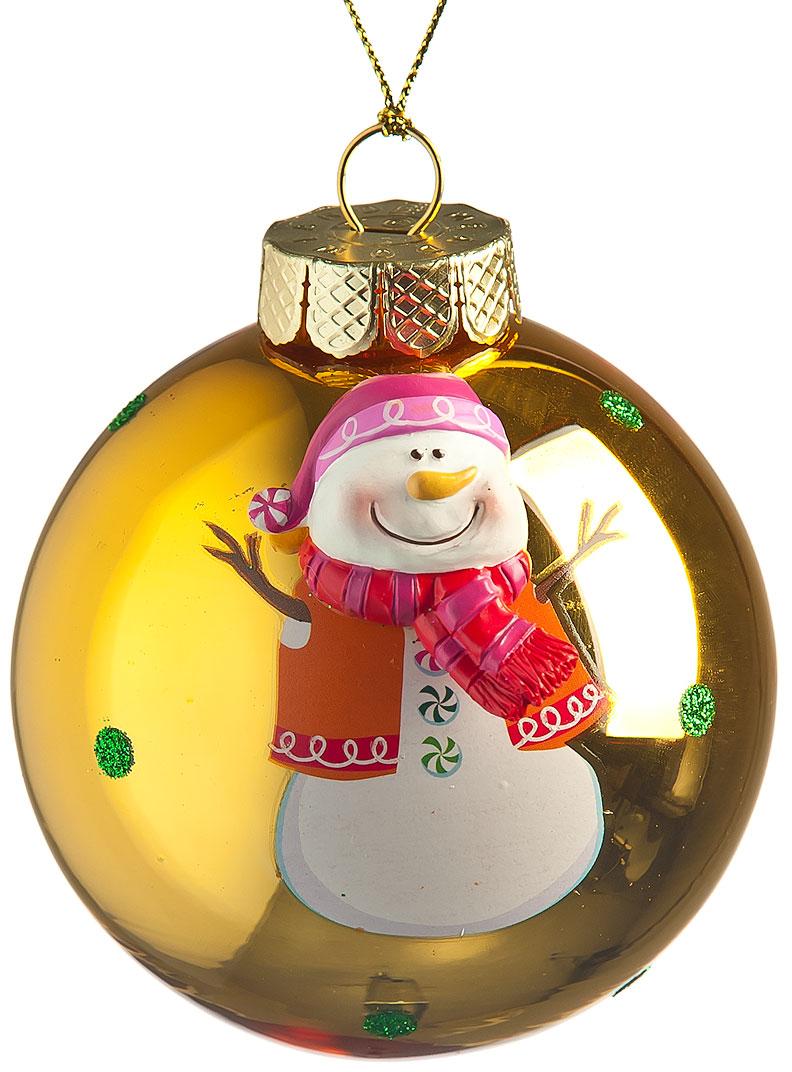 Новогоднее подвесное украшение Its a Happy Day Шар. Снеговичок, цвет: золотистый, белый, красный, диаметр 8 см66496Новогоднее подвесное украшение Its a Happy Day Шар. Снеговичок выполнено из высококачественного стекла в форме шара и оформлено блестками и объемной фигуркой. С помощью специальной петельки украшение можно повесить в любом понравившемся вам месте. Но, конечно, удачнее всего оно будет смотреться на праздничной елке. Елочная игрушка - символ Нового года. Она несет в себе волшебство и красоту праздника. Создайте в своем доме атмосферу веселья и радости, украшая новогоднюю елку нарядными игрушками, которые будут из года в год накапливать теплоту воспоминаний.