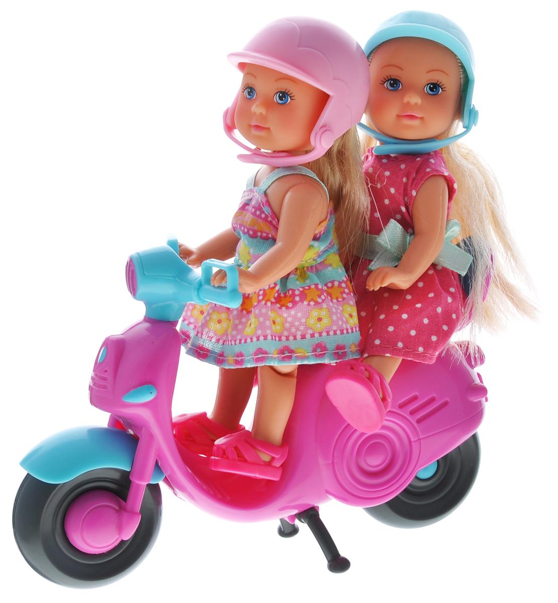 Simba Игровой набор с мини-куклами Evi Love Scooter Fun5730485Игровой набор Еви на мотороллере не оставит равнодушной ни одну девочку. Крошка Еви с подружкой путешествуют на ярком, розовом мотороллере. Куколки с длинными светлыми волосами одеты в платья и шлемы - розовый и голубой. На ножках - розовые сандалики. Одежда и обувь у кукол снимаются, ручки, ножки и голова подвижны. Набор включает две куклы в шлемах и мотороллер. Благодаря маленьким размерам элементов набора ваша малышка сможет брать его с собой на прогулку или в гости. Порадуйте ее таким замечательным подарком!