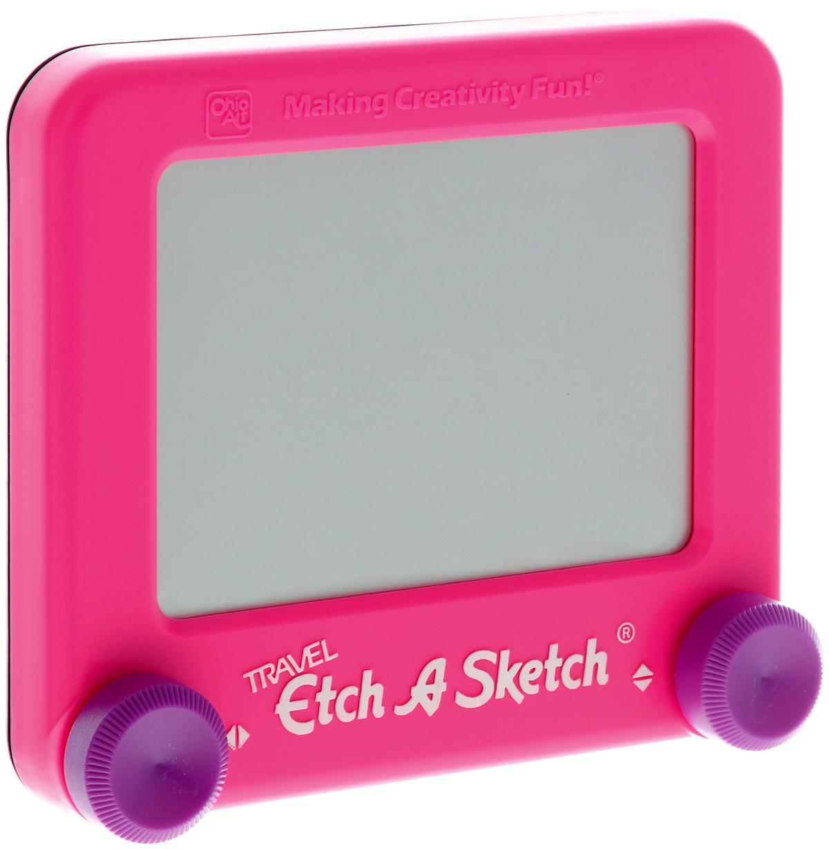 Etch-A-Sketch Волшебный экран, 13 см, цвет: розовый55590Волшебный экран Etch-A-Sketch, непременно понравится вашему ребенку и станет для него любимой игрушкой. Волшебный экран поможет вашему ребенку создавать рисунки одной линией, посредством вращения двух круглых ручек, расположенных в нижних углах (одна из них перемещает указатель по вертикали, а другая по горизонтали). Самым сложным считается рисовать круглые объекты, волнистые линии и плавные изгибы. Внутри экрана находится специальный порошок, который счищает тонкий указатель с внутренней поверхности экрана, оставляя за собой темную линию. Для того чтобы стереть свой рисунок, достаточно просто перевернуть экран вниз и потрясти, и он снова станет серым, при этом указатель начнет чертить ровно из той точки, где закончился предыдущий рисунок. Компактный размер экрана позволяет брать его с собой в дорогу. Диагональ экрана: 13 см.
