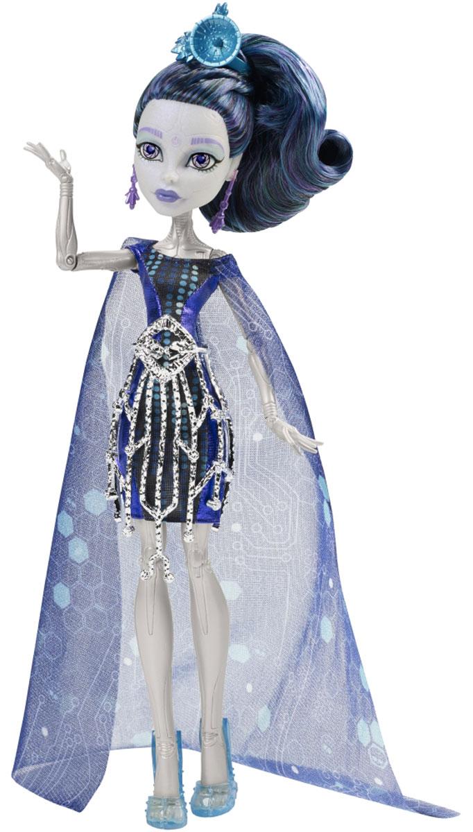 Monster High Кукла Элль ИдиCHW64_CHW63Ученики школы Monster High отправляются в Boo York на празднование в честь Кристальной Кометы. Там они встречают новых друзей, которые пытаются найти себя в большом городе. Модница Элль Иди - дочь Роботов - надела на торжественное мероприятие свой самый любимый наряд. Она предпочла четкие линии футуристического платья, дополненного металлическим поясом и верхней юбкой, накидкой с ярким узором, ярко-голубыми сапожками и убийственно крутым головным убором. Подставка и расческа помогут ей выглядеть безупречно на снимках. В комплект с куклой также входит дневник с подробностями из жизни персонажей мультфильма, который сделает игру с ней еще увлекательнее. В комплекте: подставка, расческа, дневник. Руки и ноги куклы шарнирные, это позволяет придать ей разнообразные позы. Порадуйте поклонницу Монстер Хай удивительной новинкой в мире Школы Монстров, подарив ей куколку из серии Boo York.