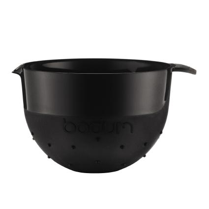 Миска Bodum Bistro, цвет: черный, 2,8 л11563-01BМиска Bodum Bistro изготовлена из пластика - легкого материала, который без усилий очищается и быстро сохнет. Вы сможете использовать ее для замешивания теста, приготовления салата, мытья овощей и многих других кулинарных нужд. Миска оснащена носиком и ручкой. Также она имеет дополнительный слой резины на ручке и на нижней поверхности, благодаря чему не скользит по поверхности стола. Миску можно помещать в микроволновую печь и мыть в посудомоечной машине. Диаметр миски (по верхнему краю): 20,5 см. Высота стенок: 14,5 см. Объем: 2,8 л.