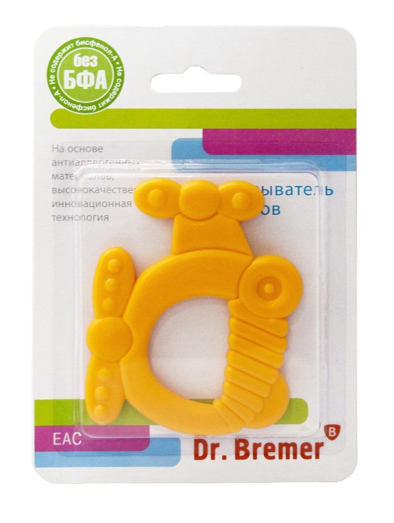 Dr.Bremer Прорезыватель для зубов ВертолетВХ-Т018В период появления зубов малыш тянет в рот игрушки, может быть беспокойным, отказываться от еды, просыпаться ночью. В это время ему обязательно нужен массаж десен, для которого лучше всего подходят пластиковые прорезыватели с деталями различной фактуры и твердости. Прорезыватели Dr.Bremer можно не только грызть, но и разглядывать, играть с ними, развивая цветовое восприятие, концентрацию внимания, а разнообразные по своей фактуре детали помогут укрепить мелкую моторику. Разнообразные по своей фактуре детали игрушки помогут малышу развить мелкую моторику, воображение, концентрацию внимания, цветовое восприятие. Прорезыватель рекомендуется охладить в морозильной камере для уменьшения неприятных ощущений у малыша перед появлением первого зуба. Прорезыватель произведен из термостойкого пластика, не выделяющего вредных веществ при стерилизации. Удобно использовать и легко мыть. Можно мыть в посудомоечной машине и стерилизовать в СВЧ-печи. Прорезыватель выдерживает нагревание до 120...