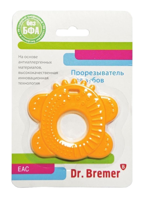 Dr.Bremer Прорезыватель для зубов КолечкоВХ-Т003В период появления зубов малыш тянет в рот игрушки, может быть беспокойным, отказываться от еды, просыпаться ночью. В это время ему обязательно нужен массаж десен, для которого лучше всего подходят пластиковые прорезыватели с деталями различной фактуры и твердости. Прорезыватели Dr.Bremer можно не только грызть, но и разглядывать, играть с ними, развивая цветовое восприятие, концентрацию внимания, а разнообразные по своей фактуре детали помогут укрепить мелкую моторику. Разнообразные по своей фактуре детали игрушки помогут малышу развить мелкую моторику, воображение, концентрацию внимания, цветовое восприятие. Прорезыватель рекомендуется охладить в морозильной камере для уменьшения неприятных ощущений у малыша перед появлением первого зуба. Прорезыватель произведен из силикона, не выделяющего вредных веществ при стерилизации. Удобно использовать и легко мыть. Можно мыть в посудомоечной машине и стерилизовать в СВЧ-печи. Прорезыватель выдерживает...