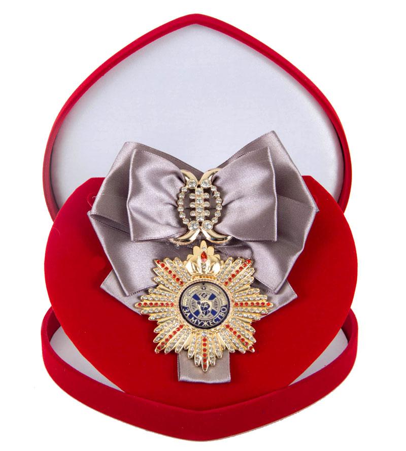 Большой Орден За мужество серебряная лента010120002/1Хороший памятный подарок - большой подарочный орден на атласной ленте, упакованный в изящный футляр.