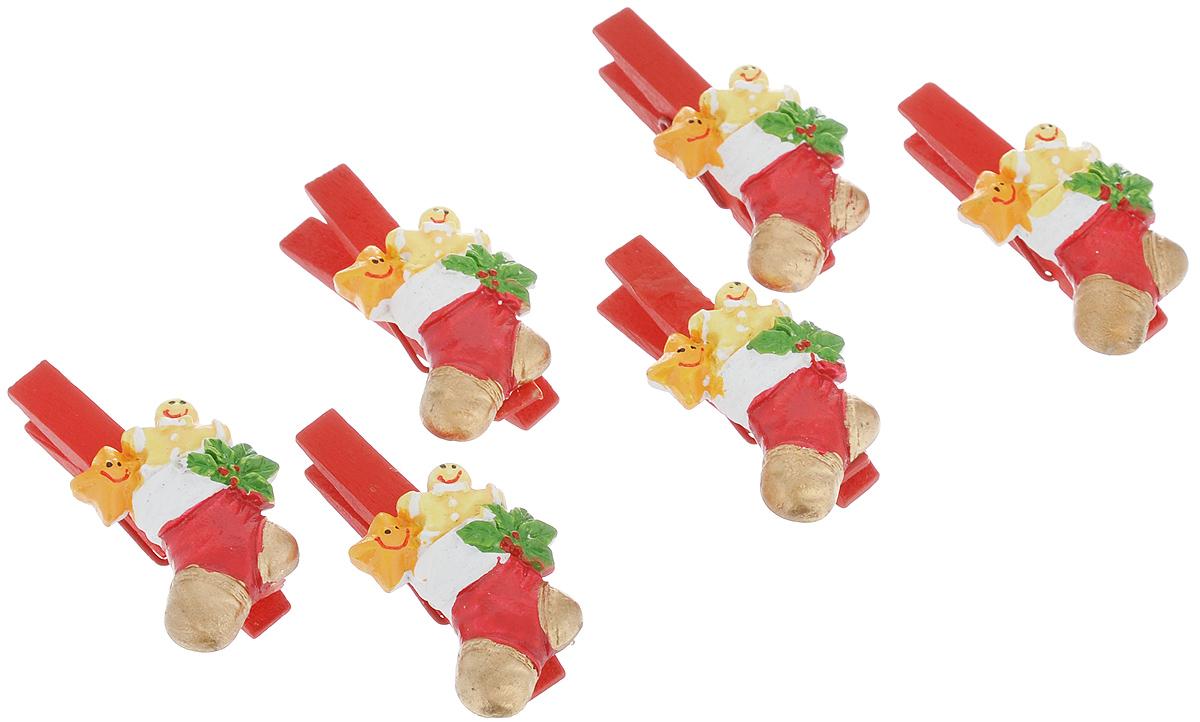Набор декоративных прищепок Lunten Ranta Сапожок, 6 шт63564Набор Lunten Ranta Сапожок состоит из 6 декоративных прищепок, выполненных из дерева. Прищепки оформлены фигурками из полирезины в виде сапог. Изделия используются для развешивания стикеров на веревке, маленьких игрушек, а оригинальность и веселые цвета прищепок будут радовать глаз и поднимут настроение. Такой набор станет прекрасным дополнением к оформлению вашего интерьера. Длина прищепки: 4,5 см. Размер фигурки: 2,5 см х 3 см х 0,7 см.