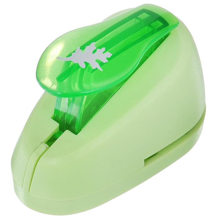Дырокол фигурный Hobbyboom Лист, №75, цвет: зеленый, 1,8 смCD-99S-075_зеленыйФигурный дырокол Hobbyboom Лист изготовлен из пластика и металла, используется в скрапбукинге для создания оригинальных открыток, оформления подарков, в бумажном творчестве. Рисунок прорези указан на ручке дырокола. Используется для прорезания фигурных отверстий в бумаге. Вырезанный элемент также можно использовать для украшения. Предназначен для бумаги определенной плотности - 80 - 200 г/м2. При применении на бумаге большей плотности или на картоне дырокол быстро затупится.