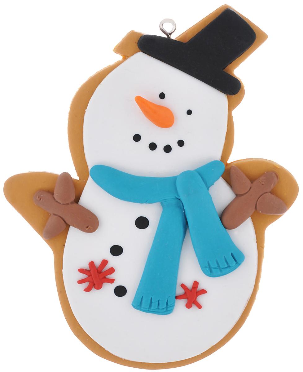 Новогоднее подвесное украшение Lunten Ranta Печенье с глазурью, 9 х 11 см62786Подвесное украшение Lunten Ranta Печенье с глазурью, выполненное из ПВХ, прекрасно подойдет для праздничного декора вашей ели. Оригинальное новогоднее украшение в виде снеговика оснащено специальной петелькой, за которую его можно повесить в любом понравившемся вам месте. Но, конечно, удачнее всего такая игрушка будет смотреться на праздничной елке. Елочная игрушка - символ Нового года и Рождества. Она несет в себе волшебство и красоту праздника. Создайте в своем доме атмосферу веселья и радости, украшая новогоднюю елку нарядными игрушками, которые будут из года в год накапливать теплоту воспоминаний.