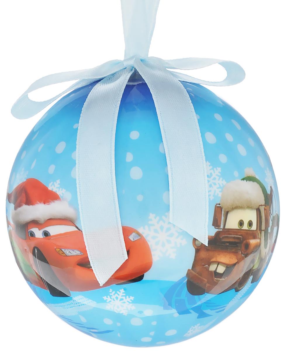 Новогоднее подвесное украшение Disney Тачки, цвет: голубой, белый, красный, диаметр 7,5 см66358_1Подвесное украшение Disney Тачки, выполненное из прочного пластика, прекрасно подойдет для праздничного декора вашей ели. Оригинальное новогоднее украшение в виде шара оформлено изображением героев мультфильма Тачки. С помощью специальной текстильной петельки его можно повесить в любом понравившемся вам месте. Но, конечно, удачнее всего такая игрушка будет смотреться на праздничной елке. Елочная игрушка - символ Нового года и Рождества. Она несет в себе волшебство и красоту праздника. Создайте в своем доме атмосферу веселья и радости, украшая новогоднюю елку нарядными игрушками, которые будут из года в год накапливать теплоту воспоминаний.