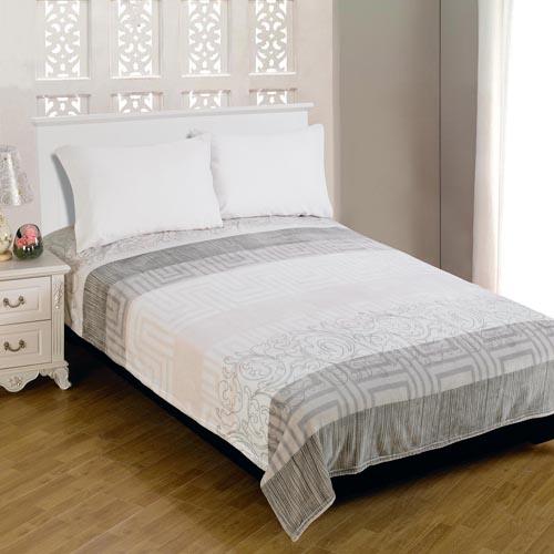 Плед Amore Mio Фланель. Doux, цвет: светло-серый, серый, розовый, 180 см х 230 см63244Плед Amore Mio Фланель. Doux - это комфорт и уют на каждый день! Он подарит вам нежность жаркими летними ночами, теплоту и комфорт прохладными зимними вечерами. Плед отлично удерживает тепло, не накапливает статическое электричество. Благодаря уникальной технологии окрашивания, изделие прекрасно отстирывается, не линяет и не скатывается. Плед выполнен из 100% полиэстера. Полиэстер считается одной из самых популярных тканей. Это материал синтетического происхождения из полиэфирных волокон. Внешне такая ткань схожа с шерстью, а по свойствам близка к хлопку. Изделия из полиэстера не мнутся и легко стираются. После стирки очень быстро высыхают. плед отлично удерживает тепло, не накапливает статическое электричество. Плед - это такой подарок, который будет всегда актуален, особенно для ваших родных и близких, ведь вы дарите им частичку своего тепла! Продукция торговой марки Amore Mio сделана с любовью, специально для вас и уюта в вашем доме!