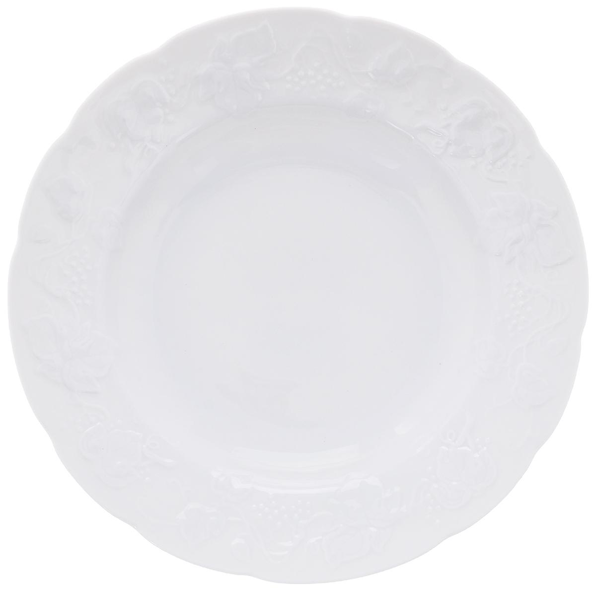 Тарелка глубокая La Rose Des Sables Vendanges, цвет: белый, диаметр 22 см690222Тарелка La Rose Des Sables Vendanges, выполненная из высококачественного фарфора, декорирована рельефным изображением цветов. Изящный дизайн придется по вкусу и ценителям классики, и тем, кто предпочитает утонченность. Тарелка La Rose Des Sables Vendanges идеально подойдет для сервировки стола и станет отличным подарком к любому празднику. Не рекомендуется использовать в микроволновой печи и посудомоечных машинах. Диаметр тарелки (по верхнему краю): 22 см. Высота стенки: 3,5 см.