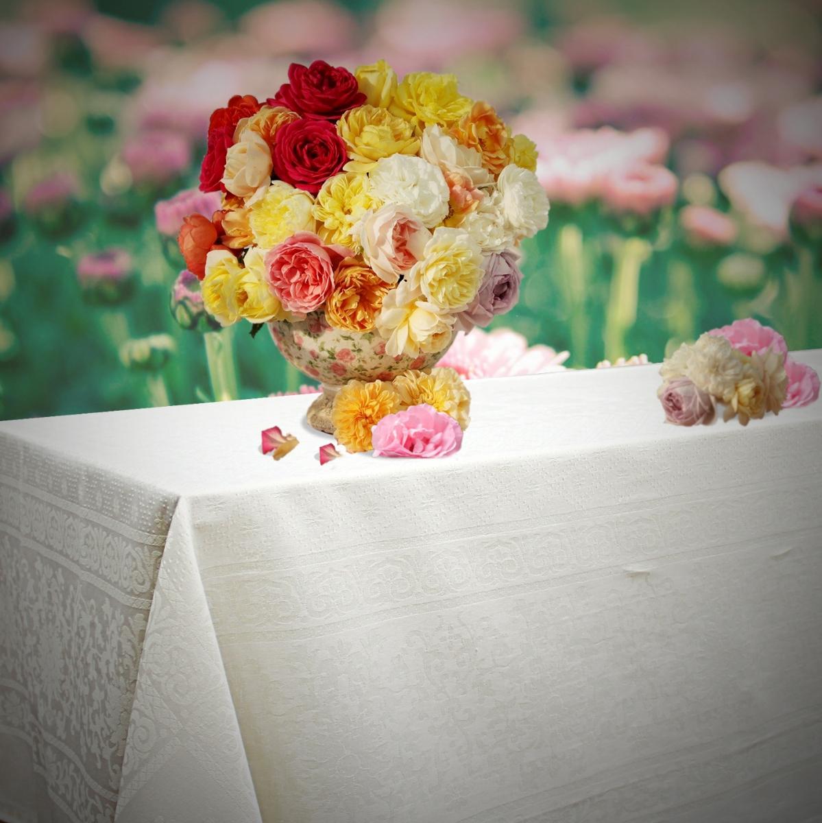 Скатерть Bon Appetit Harmony, цвет: белый, 145 x 220 см49251Скатерть Bon Appetit Harmony изготовлена из полиэстера и хлопка, органично впишется в интерьер и станет лучшим украшением праздничного стола и повседневного домашнего интерьера. Изделие по всей поверхности украшено нитями в виде ажурного орнамента. Скатерть создаст необходимую атмосферу уюта, комфорта и тепла, послужит отличным подарком на любое торжество, будь то юбилей, день рождение, годовщина свадьбы.