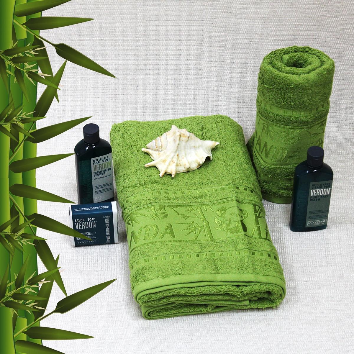 Полотенце Mariposa, Bamboo, 50 х 90, Panda50695Бамбуковые Полотенца Mariposa - Нежность и Забота!!! Разнообразие цветовой гаммы, позволит Вам создать современный яркий интерьер Вашей ванной комнаты. Бамбук - революционно впитывающий влагу материал, вбирает в себя воды в два раза больше чем хлопок! Бамбуковое волокно с натуральным блеском мягче хлопка и по качеству напоминает шелк. Ткань из бамбука не вызывает раздражения и обладает натуральными антимикробными свойствами, она содержит компонент, предотвращающий размножение бактерий. Бамбуковое волокно, из которого получают нити и ткани, очень прочное и прослужат Вам долгие годы!