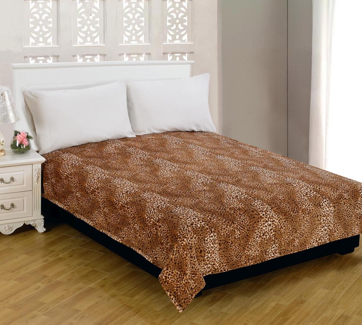 Плед Amore Mio Loft, цвет: белый, коричневый, 150 см х 200 см63231Мягкий, теплый и уютный плед Amore Mio Loft изготовлен из фланели (100% полиэстер). Благодаря своей структуре плед отлично удерживает тепло, не накапливает статическое электричество. Фланель - мягкий материал, гипоаллергенен и экологичен. Благодаря уникальной технологии окрашивания, плед прекрасно отстирывается, не линяет и не скатывается. Изделие легко стирается, быстро сохнет и практически не мнется.