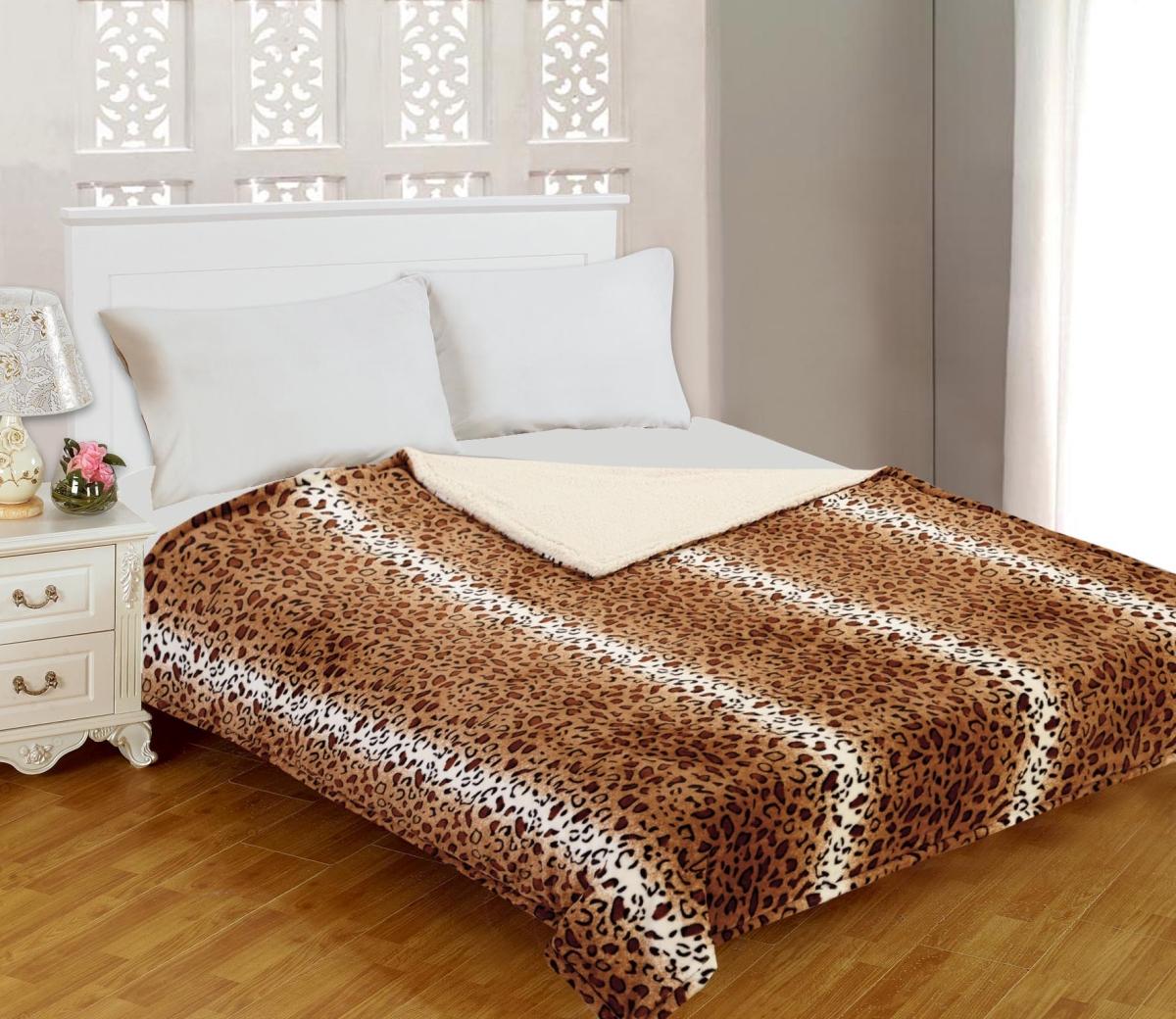 Плед Buenas Noches Фланель. Royal Leopard, цвет: бежевый, коричневый, черный, 200 см х 220 см71797Двусторонний плед Buenas Noches Фланель. Royal Leopard - это идеальное решение для вашего интерьера! Он порадует вас легкостью, нежностью и разноплановыми дизайнами с двух сторон: одна сторона стилизована под окрас леопарда, а оборотная оформлена в однотонном цвете. Плед выполнен из 100% полиэстера. Полиэстер считается одной из самых популярных тканей. Это материал синтетического происхождения из полиэфирных волокон. Изделия из полиэстера не мнутся и легко стираются. После стирки очень быстро высыхают. Плед - это такой подарок, который будет всегда актуален, особенно для ваших родных и близких, ведь вы дарите им частичку своего тепла! Продукция торговой марки Buenas Noches сделана с особой заботой, специально для вас и уюта в вашем доме!