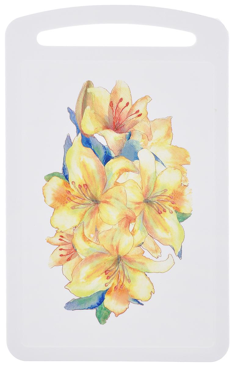 Доска разделочная Idea Желтый цветок, 27,5 х 17 смМ 1575Разделочная доска Idea Желтый цветок, выполненная из высокопрочного пищевого полипропилена (пластика) и украшенная красивым цветочным рисунком, станет незаменимым атрибутом приготовления пищи. Доска устойчива к повреждениям и не впитывает запахи, идеально подходит для разделки мяса, рыбы, приготовления теста и для нарезки любых продуктов. Изделие снабжено ручкой и желобками по краю для стока жидкости.