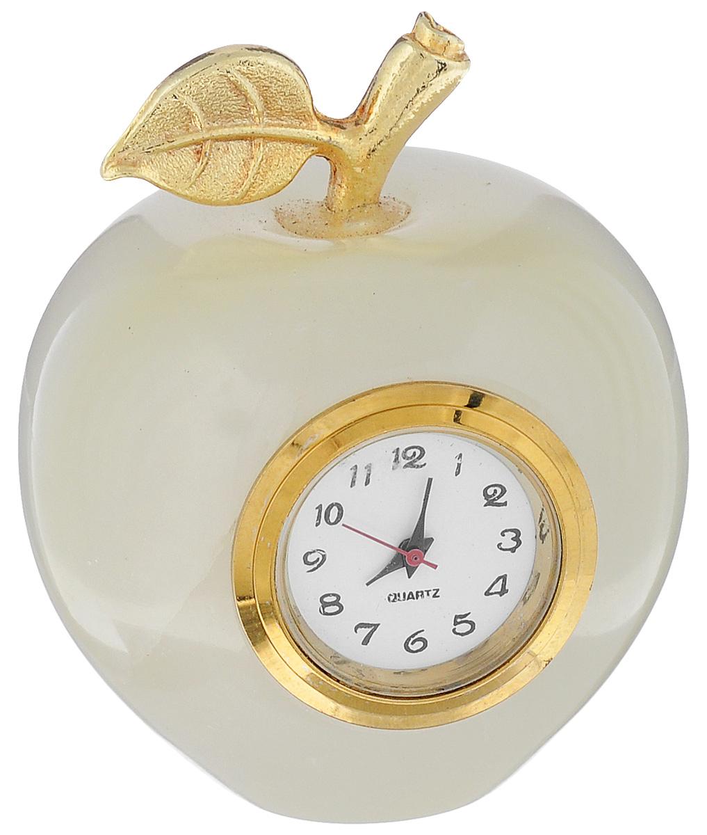 Часы Sima-land Яблоко. 241333241333Часы Sima-land Яблоко прекрасно дополнят интерьер вашей комнаты. Корпус выполнен из натурального оникса. Циферблат круглой формы, оформленный арабскими цифрами, защищен стеклом. Благодаря устойчивой поверхности часы можно поставить в любое удобное для вас место. Часы работают от батарейки (входит в комплект). Диаметр циферблата: 2 см. УВАЖАЕМЫЕ КЛИЕНТЫ! Обращаем ваше внимание на тот факт, что цветовой оттенок товара может отличатся от представленного на изображении, поскольку корпус часов выполнен из натурального камня. Учитывайте это при оформлении заказа.