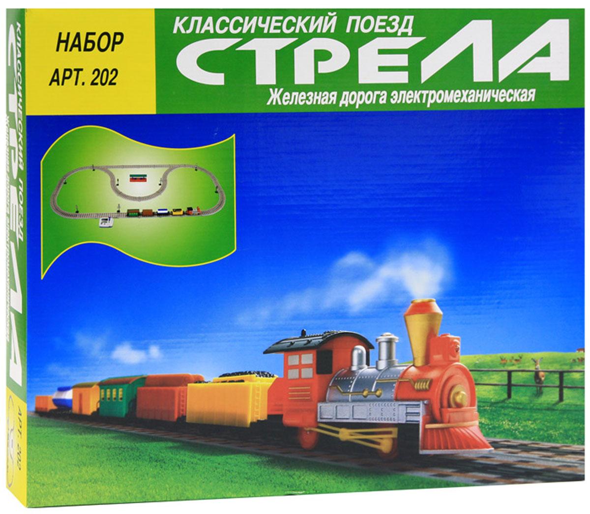 Классический поезд Стрела Железная дорога 61 элемент202Электромеханическая железная дорога Классический поезд Стрела привлечет внимание ребенка и не позволит ему скучать. Набор состоит из локомотива, прицепного тендера, двух вагонов (пассажирский, грузовой), цистерны, элементов для сборки железной дороги: 4 знаков переезда, 4 семафоров и одной классической станции, которые придают игре реалистичность. Скорость плавно регулируется пультом управления, который работает от сетевого адаптера или батареек. Все необходимые для строительства железнодорожного полотна детали аккуратно упакованы в красочную картонную коробку с изображением поезда на лицевой стороне упаковки. Набор позволит ребенку не только получать удовольствие от игры, но и развивать пространственное воображение, мелкую моторику рук и координацию движений. Порадуйте его таким замечательным подарком! Рекомендуется докупить 4 батареи мощностью 1,5V типа АА (не входят в комплект).