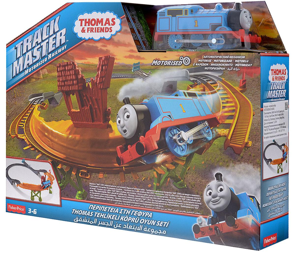 Thomas&Friends Железная дорога Сломанный мостCDB59Железная дорога Thomas&Friends Сломанный мост порадует любого малыша, интересующегося железными дорогами. Набор включает в себя паровозик, а также элементы железнодорожного полотна и адаптеры, из которых можно собрать железную дорогу с обрушившимся мостом. Томас должен преодолеть опасный горный путь, минуя обвал! Набирая скорость на крутом подъеме, Томасу предстоит преодолеть громадную пропасть между участками железнодорожного полотна! Функция автосброс позволяет играть без остановки - трек переустанавливается автоматически. Этот игровой набор - захватывающее приключение, в котором маленькому синему паровозику потребуются большая скорость и храбрость! Благодаря адаптерам, набор совместим с другими наборами из серии Thomas& Friends: Track Master. Такой набор понравится не только детям, но и взрослым, он подарит вашему малышу множества веселых моментов и увлекательные возможности для игры. Рекомендуемый возраст: от 3 до 6 лет. ...