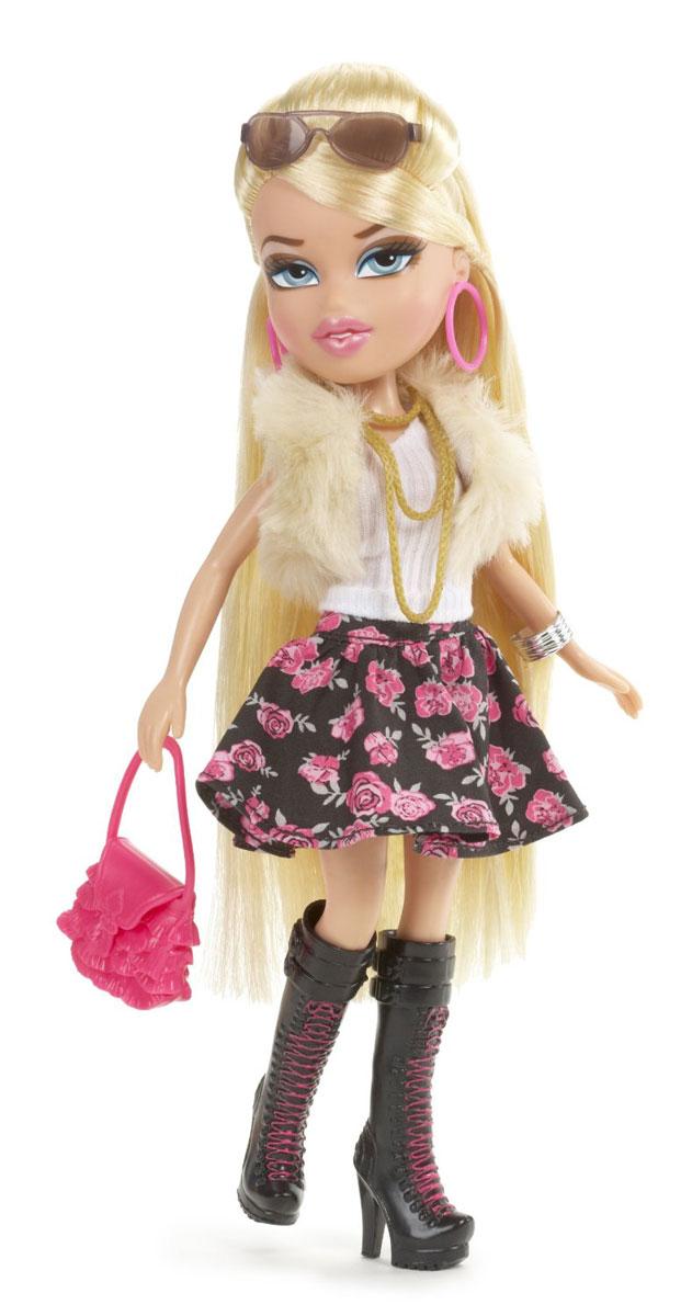 Bratz Кукла Бутик Ангел Хлоя515616С игровым набором Bratz Бутик ваша малышка сможет создать магазин модной одежды, где будут собираться куколки Bratz. В игровой набор входят стеллаж, кассовый аппарат со сканером и звуковыми эффектами, манекен со стойкой, платье, пара обуви, сумочка, коробка с крышкой для обуви, две пары сережек, сумочка для покупок, расческа и куколка Хлоя в стильном наряде: юбка в цветочек, майка, меховая жилетка, сапоги на высоком каблуке, а на длинных светлых волосах куколки - модные очки. Всемирно известные подружки Bratz и их друзья покоряют девочек своей красотой! Они современные, модные, у них прекрасный гардероб и аксессуары. Куколки Bratz живут яркой и интересной жизнью: ходят на тайные свидания, играют в рок-группе, путешествуют, веселятся на вечеринках и занимаются спортом! Кукла из коллекции Bratz станет настоящей подружкой для своей юной обладательницы! Характеристики: Высота куклы: 25 см. Материал: пластик, ПВХ, текстиль. ...