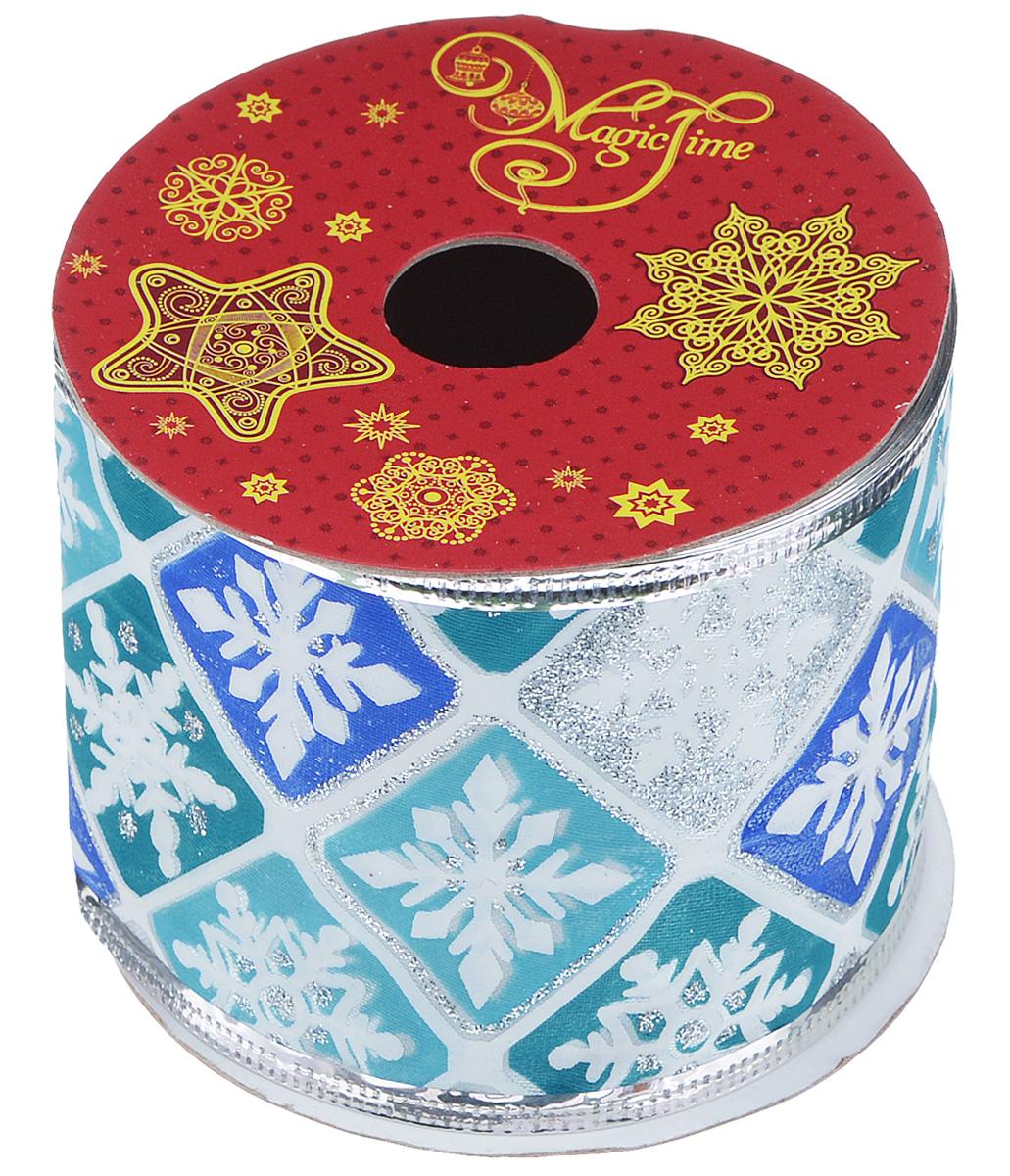 Декоративная лента Феникс-презент Magic Time, цвет: белый, синий, длина 2,7 м. 3890638906Декоративная лента Феникс-презент Magic Time выполнена из полиэстера и декорирована изображением снежинок. В края ленты вставлена проволока, благодаря чему ее легко фиксировать. Лента предназначена для оформления подарочных коробок, пакетов. Кроме того, декоративная лента с успехом применяется для художественного оформления витрин, праздничного оформления помещений, изготовления искусственных цветов. Декоративная лента украсит интерьер вашего дома к праздникам. Ширина ленты: 6,3 см.