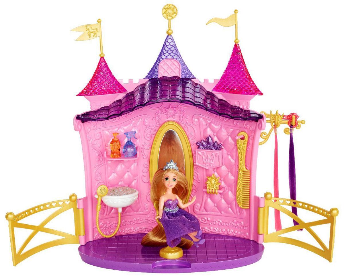 Disney Princess Игровой набор Салон красоты РапунцельBDJ57Игровой набор Disney Princess Салон красоты Рапунцель обязательно привлечет внимание юной модницы! Набор включает в себя мини-куколку Рапунцель и множество аксессуаров для увлекательной игры. Не секрет, что Рапунцель - обладательница самых прекрасных волос в сказочной вселенной, и им нужен особый уход. Поэтому король и королева приказали открыть парикмахерскую в форме прекрасного замка, где стилисты будут расчесывать волосы Рапунцель и делать ей различные прически. Кроме того, в комплекте есть специальные аксессуары для волос: разноцветные пряди, а также расческа и заколка, которые выглядят так, будто выполнены из золота. Есть в салоне и специальный съемный стульчик-трон. Побалуйте свою принцессу таким подарком!