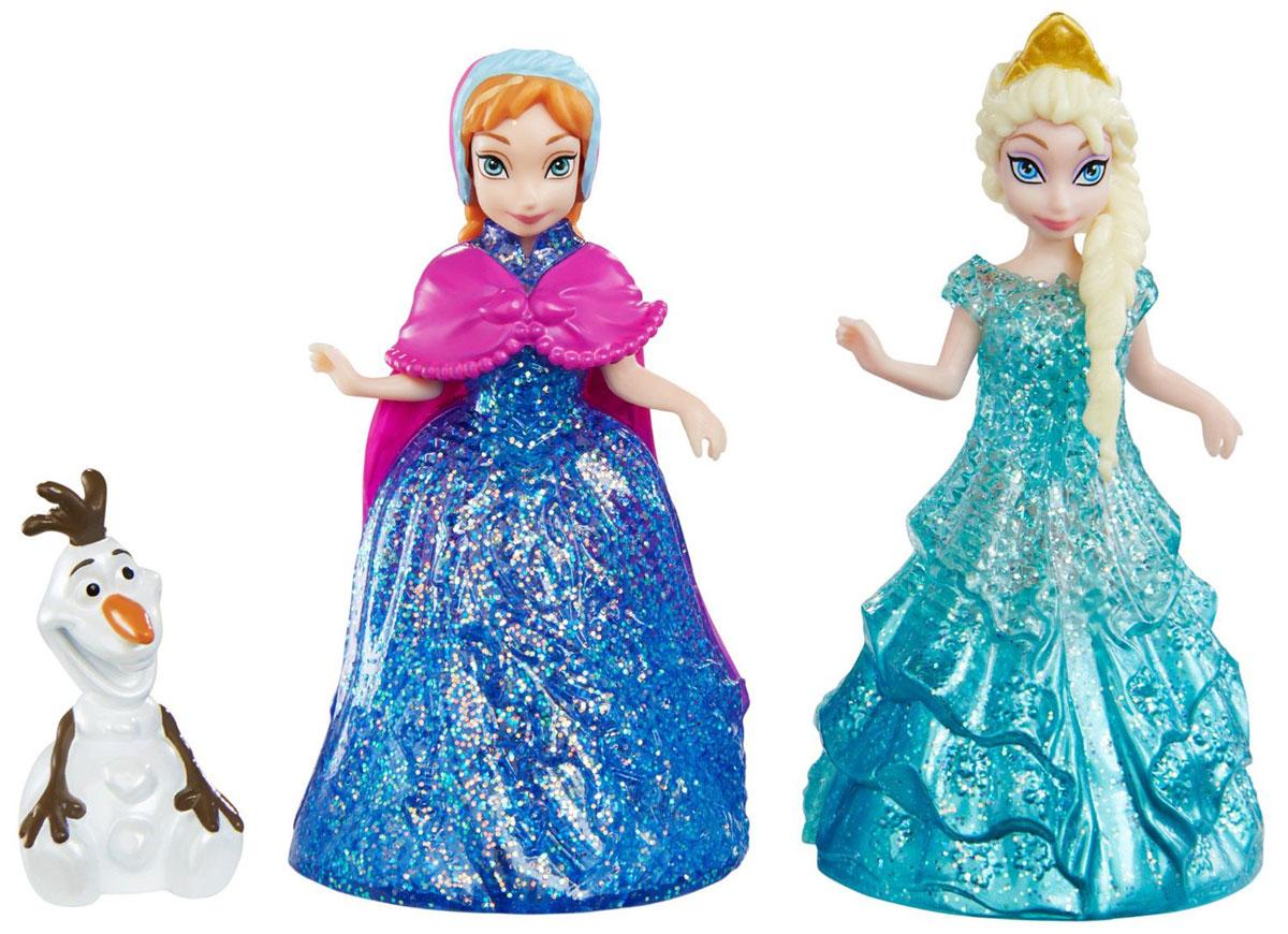 Disney Frozen Игровой набор Анна Эльза и Олаф CBM27CBM27Игровой набор Disney Frozen Анна, Эльза и Олаф непременно понравится всем юным поклонницам мультфильма Холодное сердце. Куклы Анна и Эльза оснащены колесиками, так что с ними можно играть, катая по ровной поверхности. Еще одна особенность этих кукол состоит в том, что они оснащены технологией MagiClip. Это означает, что у куколок очень легко снимаются и надеваются их красивые наряды. Чтобы снять или надеть пластиковое платье на такую куколку, его нужно всего лишь разжать или сжать наподобие прищепки. Платья украшены узорами и обильно усыпаны переливающимися блестками. Анна и Эльза могут меняться платьицами друг с другом или с другими куколками с технологией MagiClip из серии. Ручки, ножки и головы кукол подвижные. У принцесс имеется верный друг - снеговик по имени Олаф, которого оживила ледяная магия Эльзы. Олаф - очень милый и забавный персонаж. Поэтому ребенку особенно приятно будет играть с этим набором кукол, куда вошла и фигурка снеговика. Олаф изображен в сидящей позе. ...