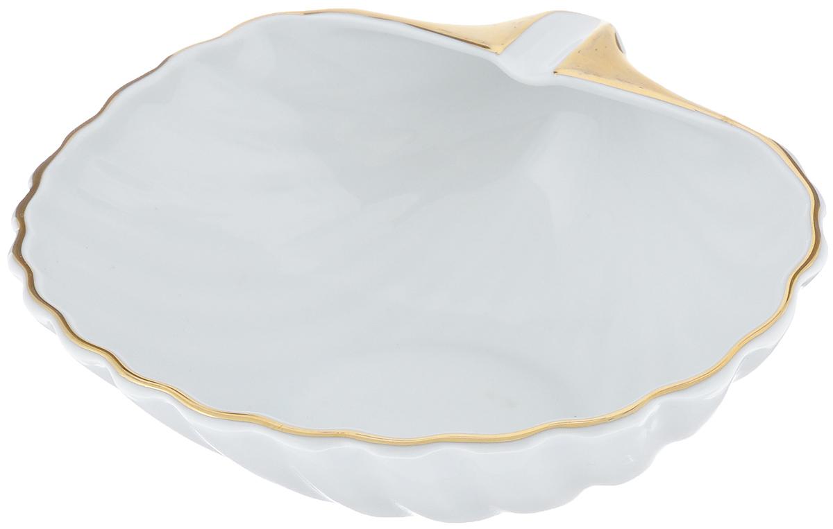 Блюдо La Rose Des Sables Ракушка, цвет: белый, золотистый, 16 х 15 см9 910 151 009Блюдо La Rose Des Sables Ракушка изготовлено из качественного фарфора и отлично подойдет для красивой сервировки различных блюд. Изделие выполнено в виде ракушки. Такое блюдо придется по вкусу и ценителям классики, и тем, кто предпочитает утонченность и изысканность. Размер (по верхнему краю): 16 см х 15 см. Высота: 7,5 см.