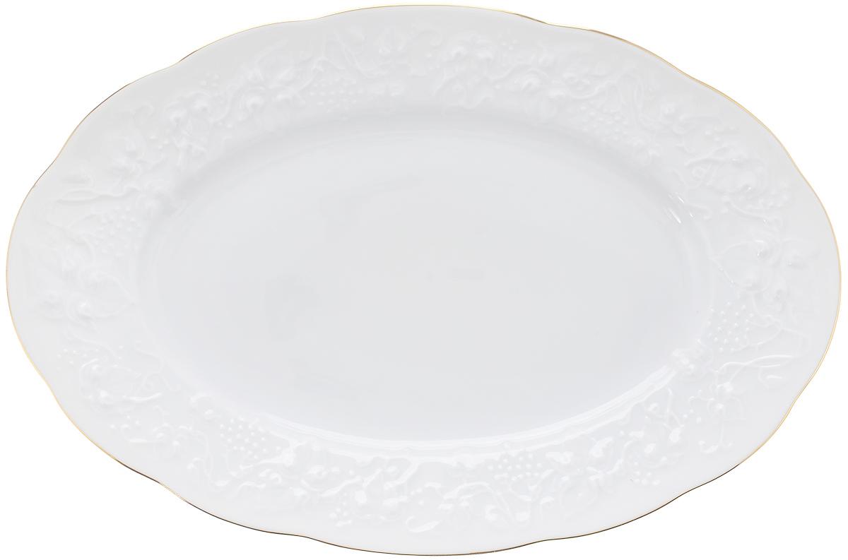 Блюдо овальное La Rose Des Sables Vendanges, цвет: белый, золотистый, 28 х 19 см6 912 281 009Овальное блюдо La Rose Des Sables Vendanges, выполненное из высококачественного фарфора, декорировано рельефным изображением цветов. Блюдо сочетает в себе изысканный дизайн с максимальной функциональностью. Блюдо La Rose Des Sables Vendanges идеально подойдет для сервировки стола и станет отличным подарком к любому празднику. Не рекомендуется использовать в микроволновой мечи и мыть в посудомоечной машине. Размер блюда (по верхнему краю): 28 см х 19 см. Высота стенки: 3 см.