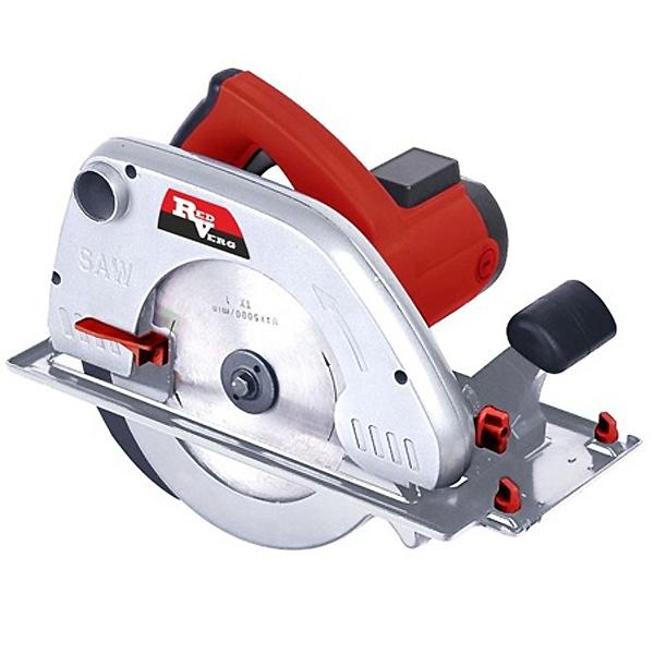 Пила электрическая дисковая RD-CS210-85 RedVergRD-CS210-85Самая мощная в линейке Redverg циркулярная пила, предназначена для осуществления быстрых прямых резов в дереве, ДСП, алюминии и других материалах в бытовых целях. Преимущества дисковой пилы RD-CS210-85 RedVerg: Мощный двигатель 2100Вт обеспечивает превосходные параметры пропила - до 85 мм. Стальная опорная подошва с превосходным обзором линии реза. Превосходная балансировка. Оснащена портом пылеудаления для подключения пылесоса для сбора опилок. Удобный и надёжный механизм регулировки реза для лёгкой и быстрой регулировки без дополнительных приспособлений. Скорость вращения 4200 об/мин