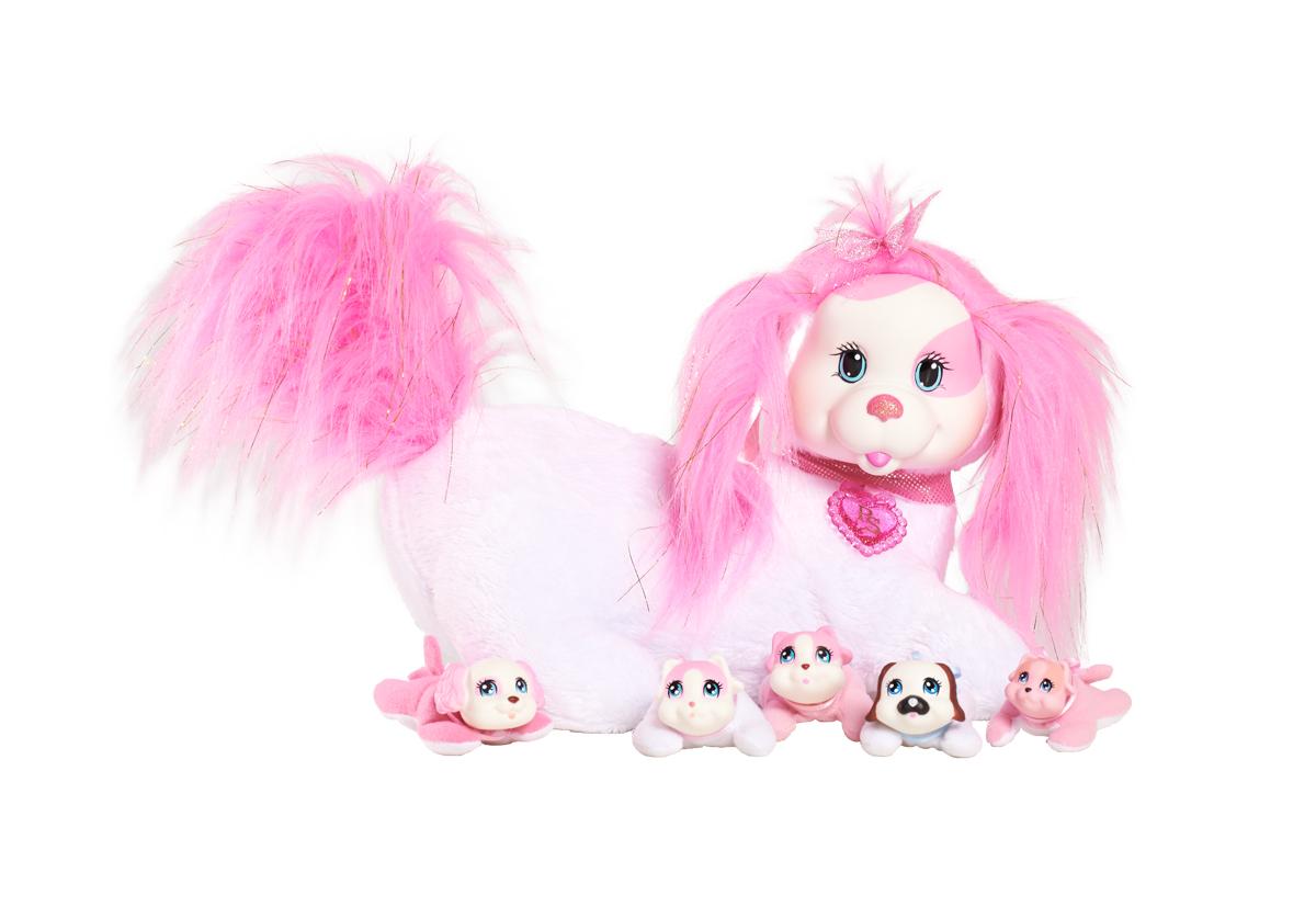 Just Play Мягкая игрушка Собачка Рокси и ее щенки42107У Рокси будут щенки! Угадай, сколько щенков родится? Это сюрприз! Раскрой кармашек на животике собачки. Там ты найдешь 3, может быть, или 4, или даже 5 щенков! Могут родиться девочки и мальчики, близнецы или щенок-малютка. Ещё сюрприз! Один щенок может лаять. В наборе: мягкая игрушка (собачка), 3-5 щенков.