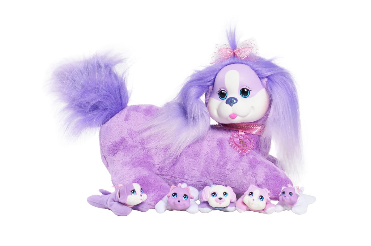 Just Play Мягкая игрушка Собачка Кэнди и ее щенки42108У Кэнди будут щенки! Угадай, сколько щенков родится? Это сюрприз! Раскрой кармашек на животике собачки. Там ты найдешь 3, может быть, или 4, или даже 5 щенков! Могут родиться девочки и мальчики, близнецы или щенок-малютка. Ещё сюрприз! Один щенок может лаять. В наборе: мягкая игрушка (собачка), 3-5 щенков.