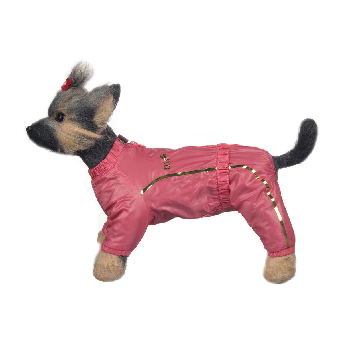 Комбинезон для собак Dogmoda Альпы, для девочки, цвет: коралловый. Размер 4 (XL)DM-150326-4Комбинезон для собак Dogmoda Альпы отлично подойдет для прогулок поздней осенью или ранней весной. Комбинезон изготовлен из полиэстера, защищающего от ветра и осадков, с подкладкой из флиса, которая сохранит тепло и обеспечит отличный воздухообмен. Комбинезон застегивается на молнию и липучку, благодаря чему его легко надевать и снимать. Ворот, низ рукавов и брючин оснащены внутренними резинками, которые мягко обхватывают шею и лапки, не позволяя просачиваться холодному воздуху. На пояснице имеется внутренняя резинка. Изделие декорировано золотистыми полосками и надписью DM. Благодаря такому комбинезону простуда не грозит вашему питомцу и он не даст любимцу продрогнуть на прогулке.