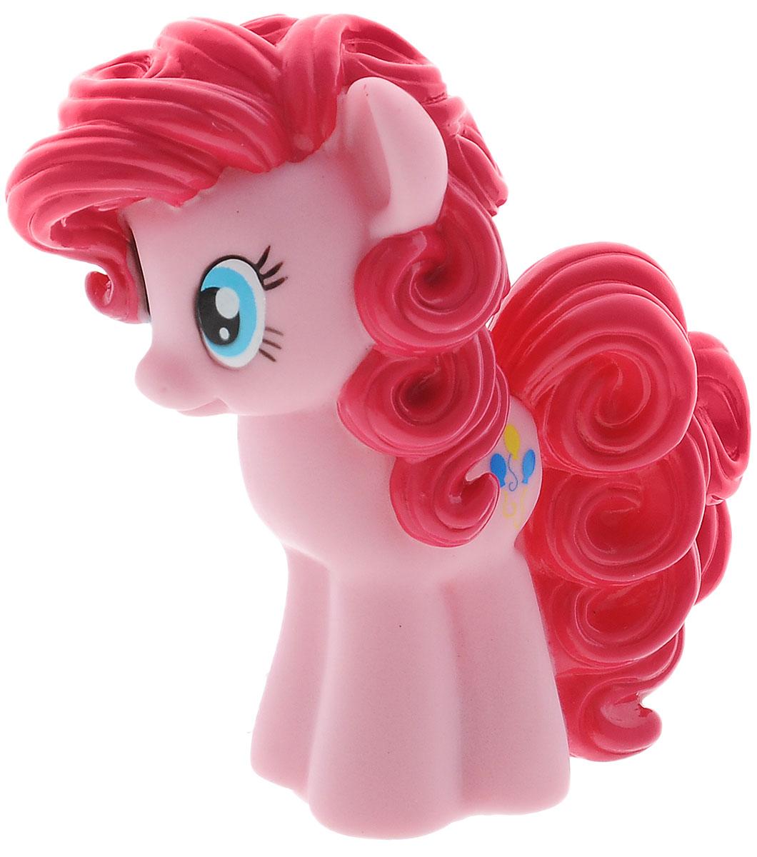 My Little Pony Игрушка для ванны Пинки Пай1129407Игрушка для ванны My Little Pony Пинки Пай способна занять малыша на все время купания. Она изготовлена из качественных материалов. Игрушка выполнена в виде яркой пони Пинки Пай. Данная игрушка несомненно принесет вашему малышу море позитива, а обычное купание превратит в веселую игру. При нажатии на индикаторы, находящиеся на подошве, игрушка светится.