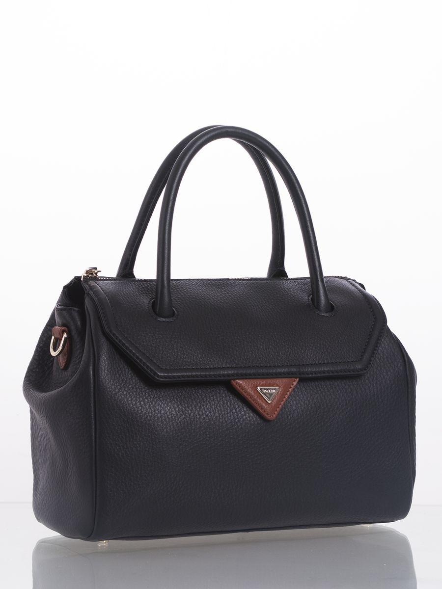 Сумка женская Palio, цвет: черный, коричневый. 14081AS1-W114081AS1-W1Стильная сумка Palio выполнена из натуральной кожи с зернистой фактурой, оформлена металлической фурнитурой с символикой бренда. Сумка содержит одно отделение, которое закрывается на застежку-молнию. Внутри изделия расположен врезной карман на молнии и два накладных кармана для телефона и мелочей, карман-средник на молнии. Снаружи, в лицевой стенке сумки, размещен врезной карман на магнитной кнопке. В тыльной стенке сумки размещен врезной карман на молнии. Изделие оснащено съемным плечевым ремнем, длина которого регулируется при помощи пряжки. Дно сумки оснащено металлическими ножками, которые защитят изделие от преждевременных повреждений. Оригинальный аксессуар позволит вам завершить образ и быть неотразимой.