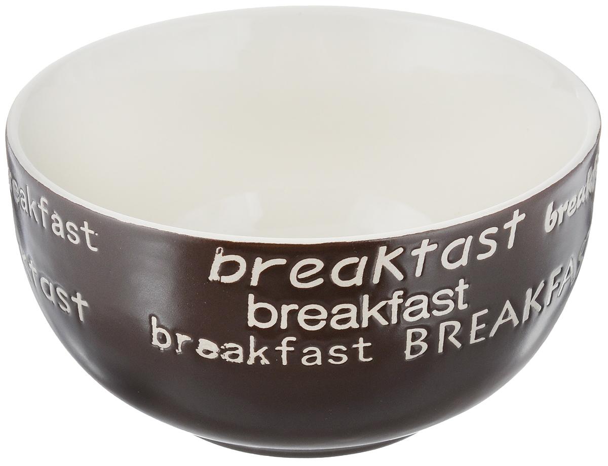 Салатница Wing Star Breakfast, цвет: темно-коричневый, диаметр 13,5 смLJ7-18B-497UСалатница Wing Star Breakfast изготовлена из высококачественной керамики, а внешняя стенка украшена надписями Breakfast. Wing Star - качественная керамическая посуда из обожженной, глазурованной снаружи и изнутри глины с оригинальными рисунками. При изготовлении данной посуды широко используется рельефный способ нанесения декора, когда рельефная поверхность подготавливается в процессе формовки и изделие обрабатывается с уже готовым декором. Благодаря этому достигается эффект неровного на ощупь рисунка, как бы утопленного внутрь глазури и являющегося его естественным элементом. Яркая салатница станет украшением вашего стола и прекрасно подойдет для использования, как дома, так и на даче или пикниках. Можно использовать в микроволновой печи и посудомоечной машине. Диаметр салатницы по верхнему краю: 13,5 см. Высота стенки: 7 см.