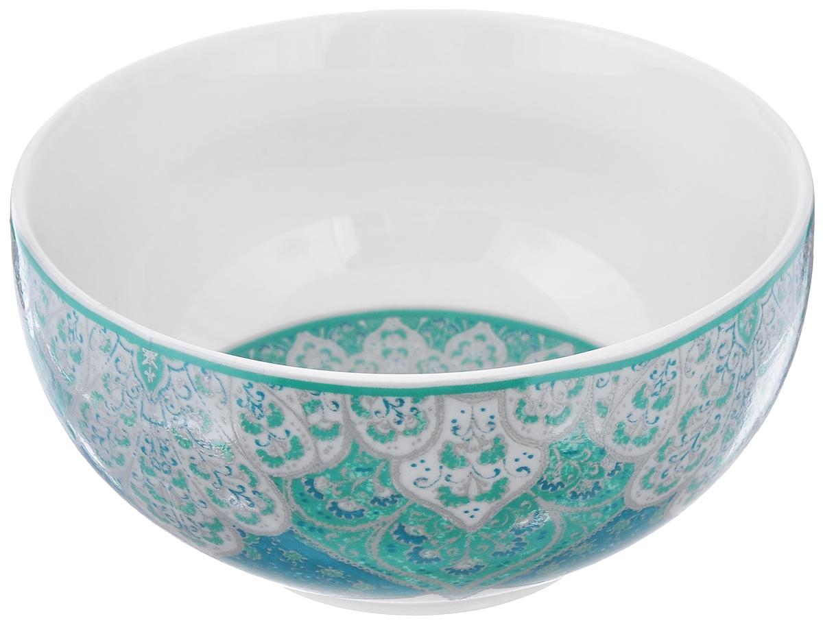 Салатница Utana Кашан Блю, цвет: белый, зеленый, диаметр 14 смUTKB17640Салатница Utana Кашан Блю изготовлена из высококачественной керамики. Внешняя стенка и дно украшены изысканным узором. Такая салатница прекрасно подходит для холодных и горячих блюд: каш, хлопьев, супов, салатов. Она дополнит коллекцию вашей кухонной посуды и будет служить долгие годы. Яркая салатница станет украшением вашего стола и прекрасно подойдет для использования, как дома, так и на даче или пикниках. Можно использовать в микроволновой печи и посудомоечной машине. Диаметр салатницы по верхнему краю: 14 см. Высота стенки: 6,5 см.