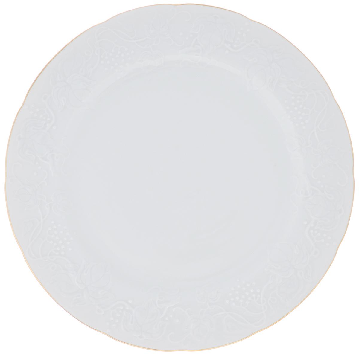 Блюдо La Rose Des Sables Vendanges, цвет: белый, золотистый, диаметр 31 см6 906 321 009Блюдо La Rose Des Sables Vendanges, изготовленное из качественного фарфора, декорировано рельефным изображением цветов. Оно отлично подойдет для красивой сервировки различных блюд. Такое блюдо придется по вкусу и ценителям классики, и тем, кто предпочитает утонченность и изысканность. Диаметр: 31 см. Высота: 2,5 см.
